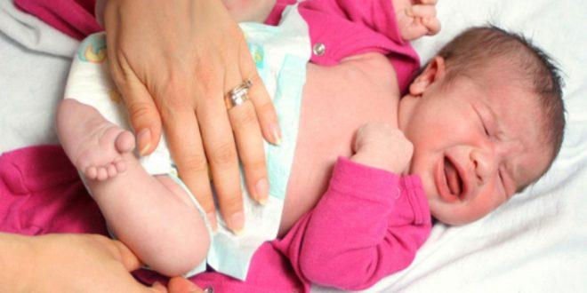 صورة خروج دم مع البراز عند الاطفال , سبب البراز المدمم للاطفال