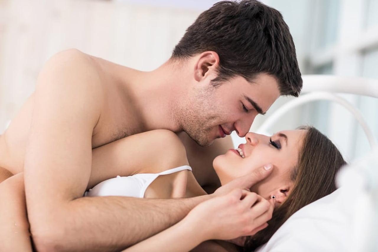 صورة صور الجماع على الفراش , اوضاع غرامية ومثيرة بين الزوجين