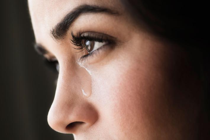 صورة صور دموع بنات , سلاح البنت في دموعها