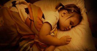 صورة اسباب التعرق عند النوم , تخلصي من رائحه العرق
