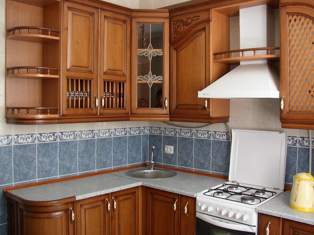 صورة صور مطابخ خشب صغيره , مساحه مطبخك صغيره متخفيش