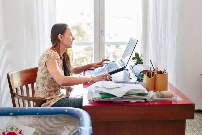 صورة البحث عن عمل من المنزل , ما هي انواع العمل من المنزل و كيف اجده
