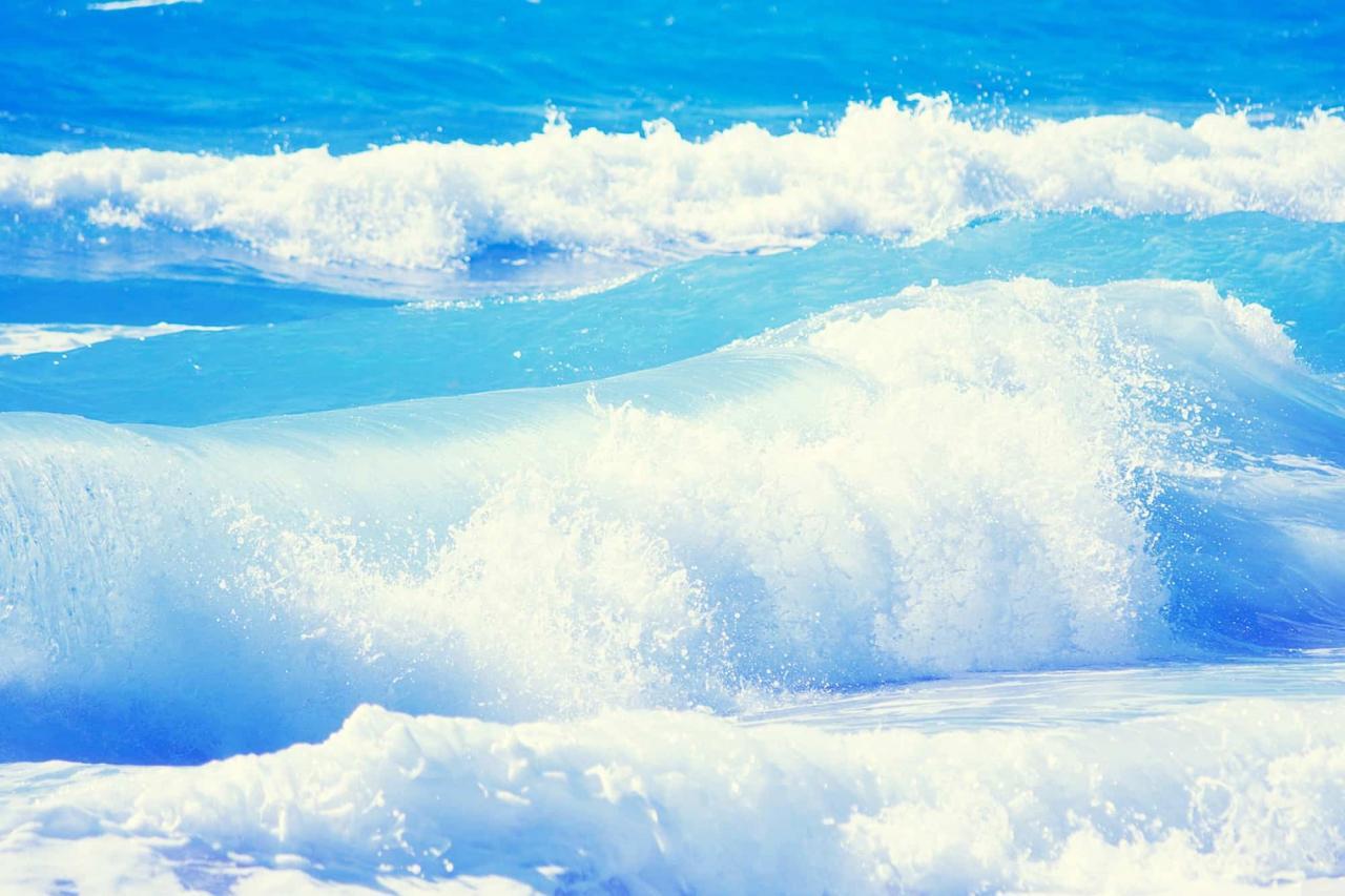 صورة امواج البحر في المنام , قلبك بحر مالح